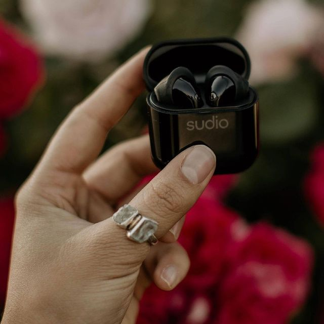 Something so mesmerizing about Nio in black